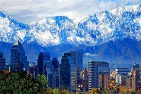 Santiago, capital de Chile, al pie del imponente macizo andino