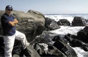 Castilla es biólogo marino y ecólogo, y doctorado en la Universidad de Gales, UK.
