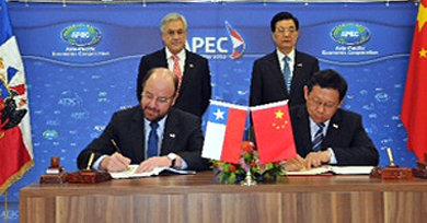 El Ministro de Relaciones Exteriores, Alfredo Moreno, en presencia del Presidente de la República, Sebastián Piñera, suscribió un acuerdo suplementario de inversiones con la República Popular China.