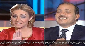 Zeina Yazjy, periodista de Dubai TV, en su entrevista con el ministro Salah Abdel Maksud.