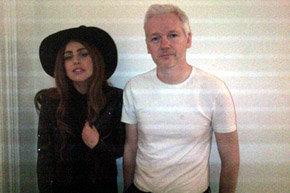 Lady Gaga  visitó a Julian Assange