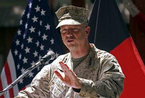 El general John Allen, comandante de las tropas de la OTAN en Afganistán
