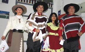 El grupo instructor de cueca en Casa Chile de  Madrid. De (i) a (d): María Elena, Alejandro, Margarita y Rolando  (Foto: Dubal)
