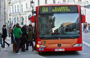 El descenso de usuarios de autobús sigue en caída libre y baja en 356.000 viajeros