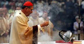 El cardenal Roger Mahony de Los Ángeles (EEUU)