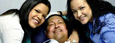 El presidente venezolano, Hugo Chávez, ha anunciado este lunes en su cuenta oficial de la red social Twitter que ha regresado a Venezuela para continuar con su tratamiento médico.