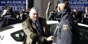 El exsenador y extesorero del PP Luis Bárcenas, a su llegada a la sede de la Fiscalía Anticorrupción.
