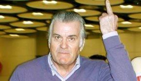 La ya archiconocida 'peineta' de Bárcenas a los periodistas