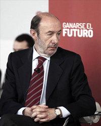 """Rubalcaba tilda el discurso de Rajoy de """"confesión de impotencia, resignación y brazos caídos"""""""