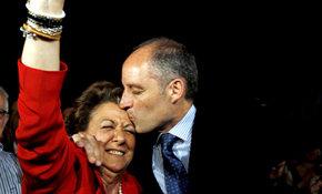 Barberá y Camps celebran sus victorias electorales en mayo de 2011. (EFE)