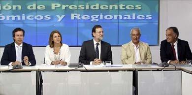 Mariano Rajoy junto a María Dolores de Cospedal, Javier Arenas, Carlos Floriano y González Pons. EFE