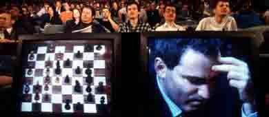 La derrota de Kasparov contra la máquina Deep Blue se ha asociado con una 'trampa informática'. (Corbis)