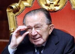 Andreotti, en el Senado italiano, en abril del 2008. FILIPPO MONTEFORTE | AFP