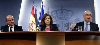 Rajoy nombra a Santamaría 'vicetodo' para parar las peleas entre De Guindos y Montoro