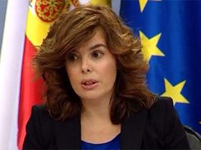 La vicepresidenta Sáenz de Santamaría en una rueda de prensa en La Moncloa. EFE