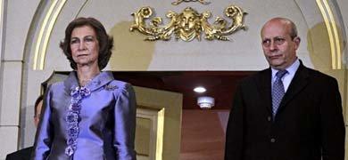 Su Majestad la reina Sofía junto al ministro de Educación José Ignacio Wert