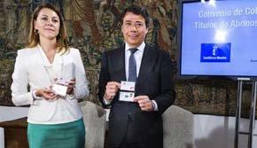 Dos formas de 'striptease': González da la cara ante los periodistas y Cospedal se esconde en su despacho