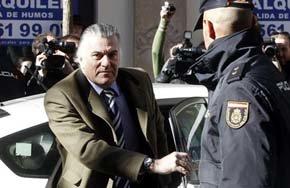 El exsenador y extesorero del PP Luis Bárcenas, a su llegada a la sede de la Fiscalía Anticorrupción. EFE/Archivo