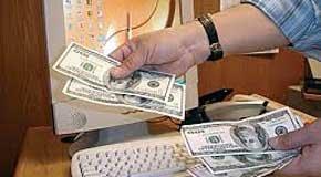 El Ayuntamiento detecta 'cláusulas abusivas' en empresas de envío de dinero