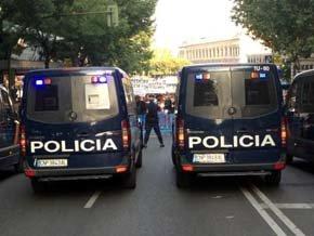 Un millar de personas reclama ante la sede nacional del PP la dimisión de Rajoy