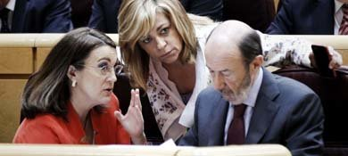 Soraya Rodríguez, Elena Valenciano y Alfredo Pérez Rubalcaba (Efe)