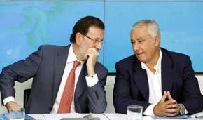 Mariano Rajoy (i) junto a Javier Arenas