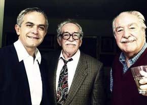 García Márquez (centro) y Álvaro Mutis (derecha).  -Foto: EFE