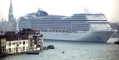 Crucero visto desde el lago de Venecia (Reuters)