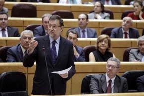 Rajoy destaca la mejora de las previsiones del FMI e insiste en que la recuperación llegará en 2014