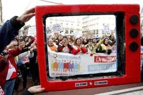 Protesta de los trabajadores de Telemadrid contra el plan de despidos de la empresa.