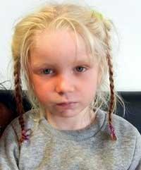 Imagen de la menor hallada en un campamento gitano en Grecia a cargo de una pareja.