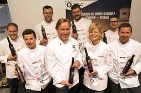 Thomas Bühner, en el centro, con algunos de los participantes en el concurso (Foto: Foto: Koch des Jahres/ Melanie Bauer Photodesign)