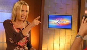 Laura Bozzo, conocida como la reina de la telebasura, durante la grabación de un programa (Archivo).