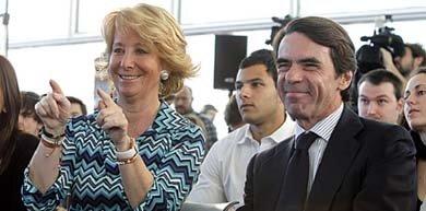El expresidente José María Aznar y la presidenta del PP madrileño, Esperanza Aguirre / EFE-Archivo