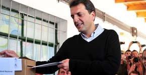 El líder del Frente Renovador y candidato a diputado nacional por la provincia de Buenos Aires, Sergio Massa, ingresa su voto en la localidad de Tigre