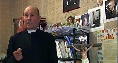 Jesús Calvo, sacerdote falangista que pide la excomunión del Rey.