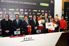 La ONCE rinde homenaje a Vicente del Bosque, mejor entrenador del mundo 2012