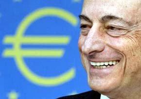 El presidente del Banco Central Europeo (BCE), Mario Draghi, sonríe durante una rueda de prensa ofrecida en Fráncfort (Alemania).