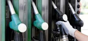 El precio de la gasolina vuelve a caer un 1,1% esta semana y se sitúa en mínimo de 2013.