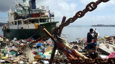 El tifón ha provocado una devastadora subida del mar. (EFE)