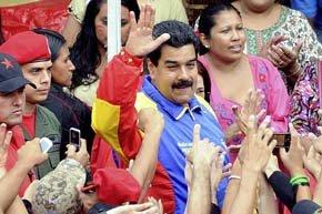 El Presidente Maduro compartió con la comunidad de Caracas la adelantada celebración de Noche Buena.