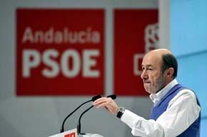 Rubalcaba destaca el 'poderío' de Díaz, que anuncia un 'tiempo de cambio'