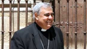 El arzobispo, Francisco Javier Martínez, señaló que la polémica surgida en torno al libro resulta 'ridícula e hipócrita'