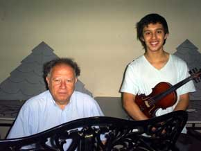 Eximio pianista Roberto Scherson, prepara concierto en el colegio que lo vio crecer.