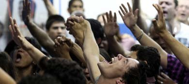 Evangélicos durante una misa en la iglesia Cidade de Refugio, en Sao Paulo (Reuters).