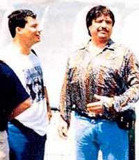 """""""El Señor de los cielos"""" (a la derecha en la imagen)fotografiado en Chile durante su estancia en Santiago en 1997"""