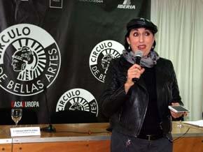 La actriz de cine, Rossy de Palma, durante la lectura del Poema Ganador del concurso.