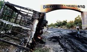 Estado en el que quedó uno de los camiones atacados en la la zona de Tierra Caliente.