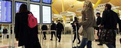 Los inmigrantes se van de España y dejan de figurar en las listas del INEM