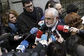 El presidente de les Corts Valencianes, Juan Cotino, ha hecho declaraciones a los medios de comunicación, a su llegada hoy a la Audiencia Nacional. EFE